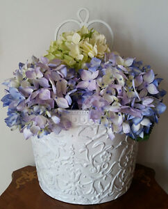 WHITE METAL FLOWER WALL BASKET
