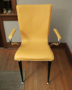 Retro looking yellow leather chair Kitchener / Waterloo Kitchener Area image 2