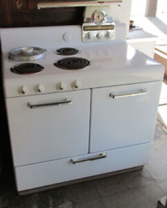 Vintage 1940s Frigidaire Electric Stove by General Motors – Rare