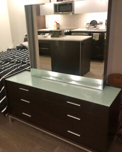 Like new modern Dresser with with frosted glass top and mirror