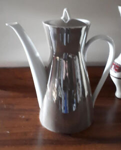 Lovely vintage Rosenthal Germany Tea coffee hot chocolate pot