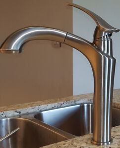 KITCHEN FAUCET PULL DOWN LIKE NEW