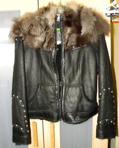 Joli manteau de cuir / mouton à l'intérieur / fourrure au col