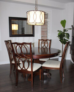 Extendable Pedestal Dining Table & Chairs