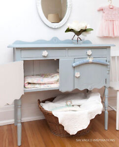 SMALL FRENCH COUNTRY BUFFET   DRESSER