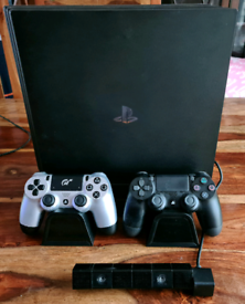 PlayStation 4 Pro 1tb with accessories