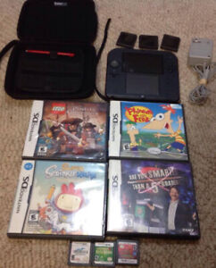 Nintendo 2DS With Case, Charger and 7 Games