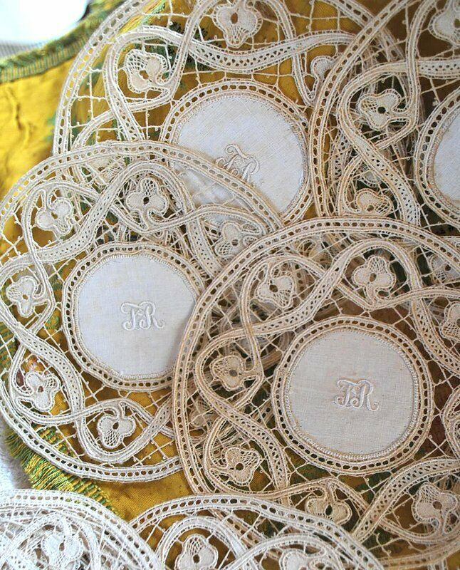 ANTIQUE HAND GUIPURE ITALIAN LACE COCKTAIL ROUNDS SET OF 12 W/ MONOGRAM