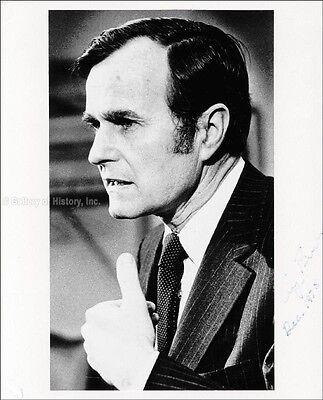 George H W  Bush   Photograph Signed 12 1975