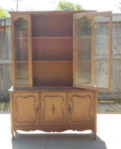 KNECHTEL FRENCH PROVINCIAL CHINA CABINET - SMALL - MINT!