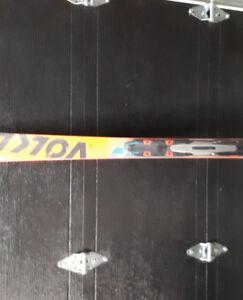 skis 170cm flambant neuf