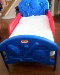Very good condition toddler bed with mattress