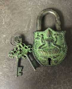 Antique old Chinese Tibet Buddhism iron bronze lock with key