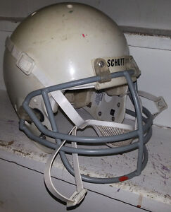 VINTAGE SCHUTT GAME USED FOOTBALL HELMET