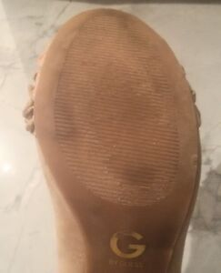 GUESS HEELS - BEIGE SUEDE w/ ADORABLE RUFFLED TOE, Almost New Cambridge Kitchener Area image 7