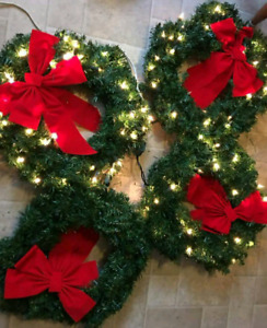"4 18"" lighted Wreaths"