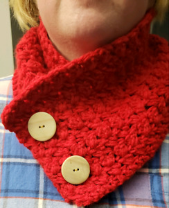 Ladies/girls crocheted puff stitched red cowl