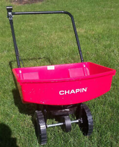 New Lawn fertilizer broadcast spreader