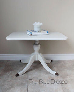 Beautiful Duncan Phyfe style side table