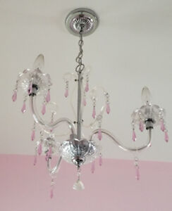 Girls' crystal chandelier (light pink)