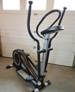 Progression 2000 Elyptical Machine