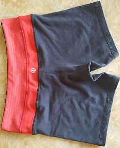 LULULEMON REVERSIBLE SHORTS SIZE 4 IN PERFECT CONDITION