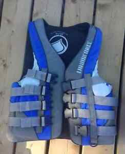New Price! Liquid Force and O'Brien Life Vests For Sale Kawartha Lakes Peterborough Area image 2