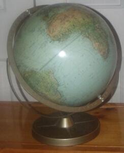 Très beau globe terrestre en excellente condition