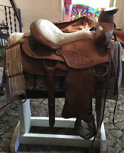 Vintage detailed tooled Cloverbar saddle with stand 2 pads