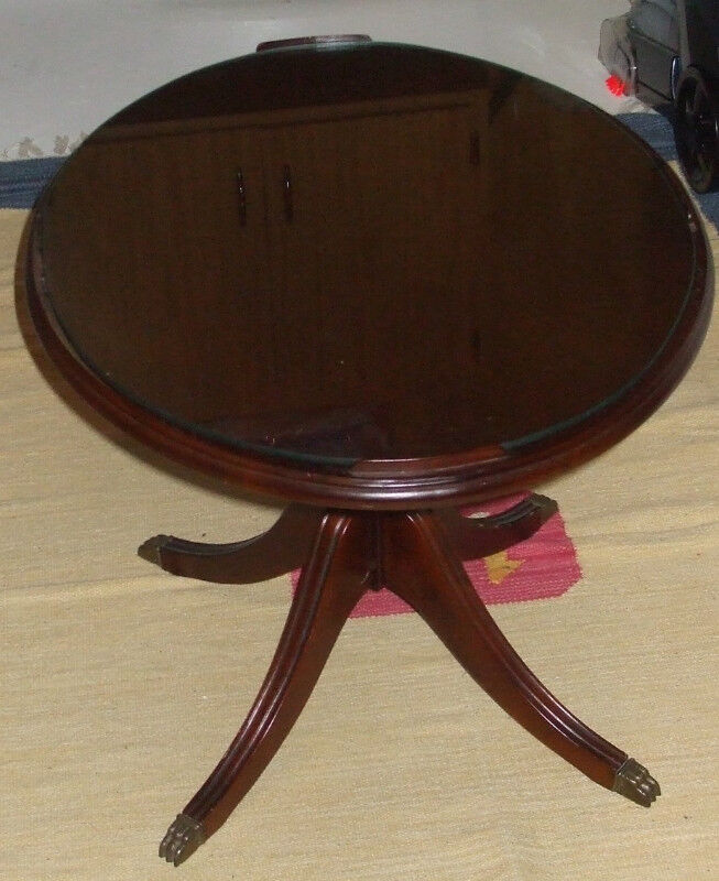 Description Vintage Coffee Table With Glass Top