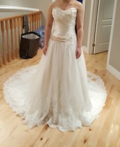 Elegant Wedding Dress - Size 6-8 (regular size 2)