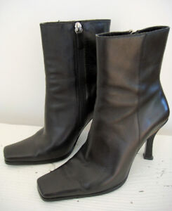 Like New Women's GUESS Leather Heel Booties Size 6