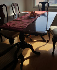 Dinning table w/5 chairs