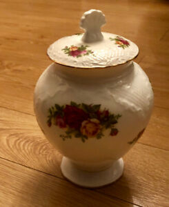 Old Country Rose Vase with Lid