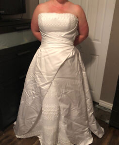 Bridal gown in excellent condition