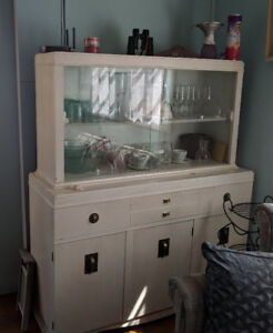 White China cabinet, good condition