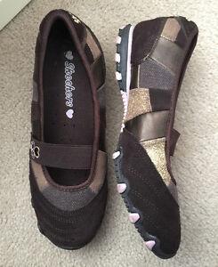 Girls size 3 Skechers slip on shoes