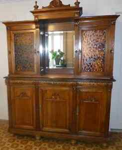 Buffet vaisellier antique style Henry II