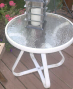 Outdoor side accent table