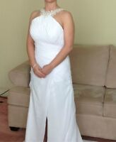 Beautiful halter jeweled wedding dress (NEVER WORN)