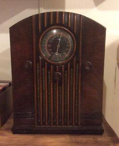 VINTAGE ROGERS TABLE RADIO