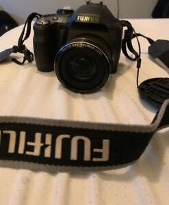 Bonne camera fujifilm finepix SL240