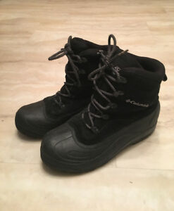 Mens size 9 COLUMBIA WINTER BOOTS