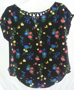 Ladies Short Sleeve Dressy Top - Size Large