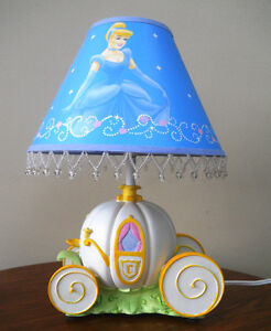 Lampe chambre enfant Disney Cendrillon Hampton Bay 40$ 2 photos