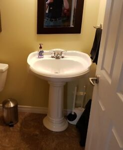 Pedestal Sink - great condition