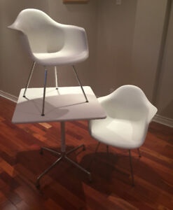 2 CHAISES TABLE HERMAN  MILLER EAMES DAX 2285$