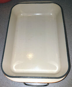 LE CREUSET PLAT RECTANGULAIRE FER / RECTANGLE IRON CASSEROLE