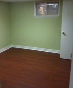 McMaster Summer Sublet - 3 female rooms 5 minutes from campus!