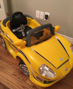 MINI RIDE-IN RACING CAR WITH SEATBELT FOR TODDLER USED